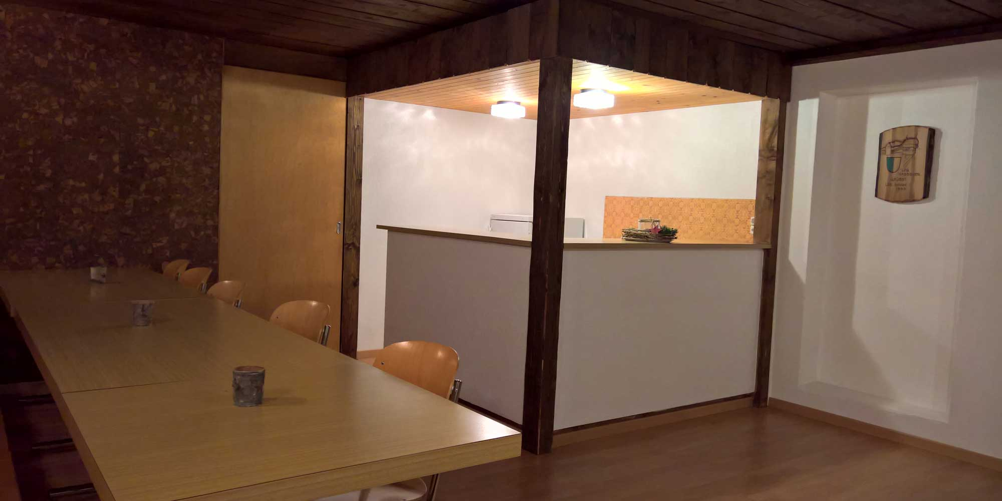 bar au sous sol bildungszentrum burgb hl. Black Bedroom Furniture Sets. Home Design Ideas